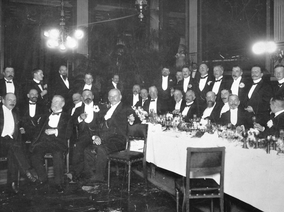 Members of the Düsseldorf Industry Club. (source)